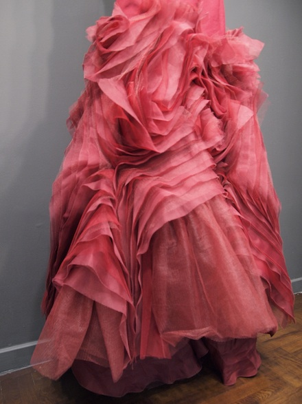 ysmf.vera.wang.wedding.dress.2013.red.detail