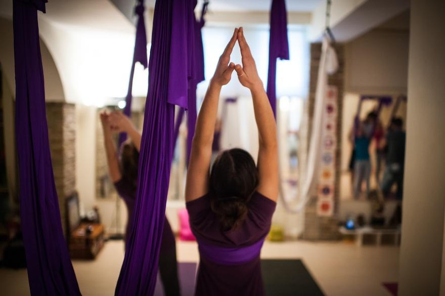 ysmf.aerial.yoga.benetton.5