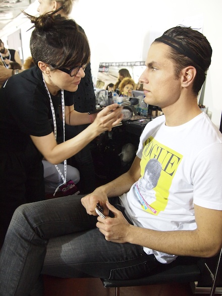 ysmf.madwalk.2013.backstage.makeup