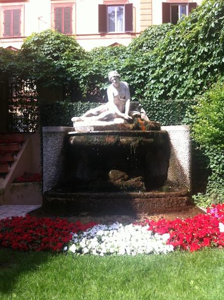 ysmf.hotel.quirinale.garden.statue