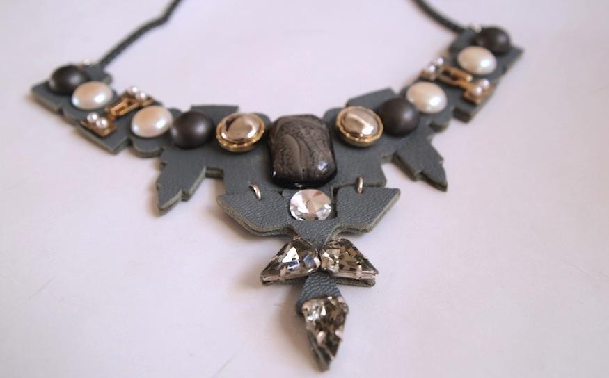 ysmf.mimika.ciboyianni.grey.viktorglance.necklace