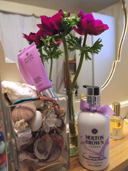 ysmf.molton.brown.honeysuckle.white.tea