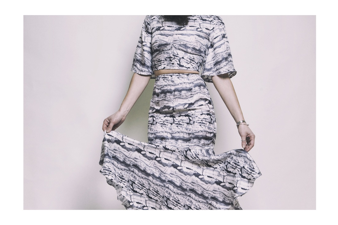 ysmf.v.society.marble.print.crop.top.flared.skirt