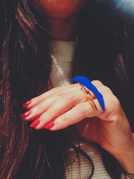ysmf.maria.mastori.jewellery.blue.gold.paltted.ring