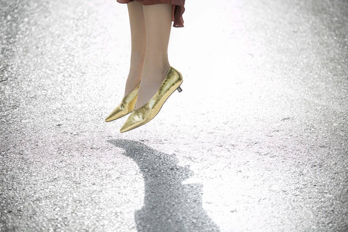 ysmf.hm.gold.kitten.heel.pumps