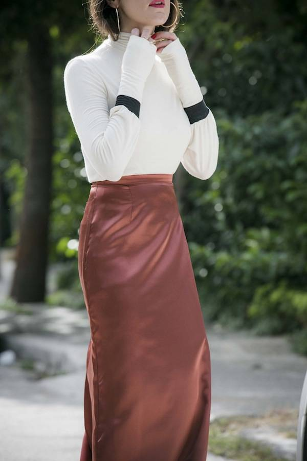 ysmf.yesymphony.turtleneck.satin.skirt
